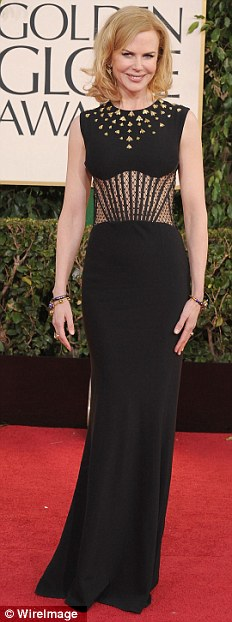 Nicole Kidman can never go wrong can she? I love the upper-half of this dress - rather different and she pulls it off elegantly.