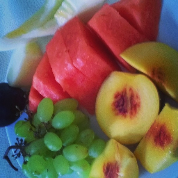 As in Cesca's pregnancy, I am gorging on fruits this time round. I can eat fruits all day long and be happy. Better than sweets and chocolates I guess. Though I'm not exactly abstaining on those either...
